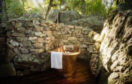Rubondo-Camp-treehouse-bathroom