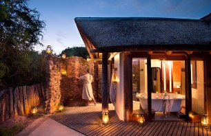 Kwandwe-Great-Fish-River-Lodge-suite-bathroom-ext