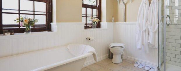 Family-Bathroom-Schoone-Oordt-Country-Hotel-Swellendam-medres-960x640-1-960x380