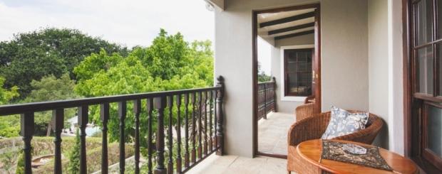 Interleading-door-Upstairs-Luxury-Accommodation-Swellendam-960x640