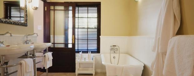 Luxury-Bathrooms-Schoone-Oordt-Country-Hotel-Swellendam-medres-960x640