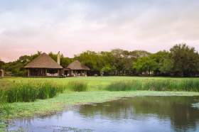 Phinda-Zuka-Lodge-Exterior-View-of-Lodge-Thatch-Roof-Chalets-Timbuktu-Travel