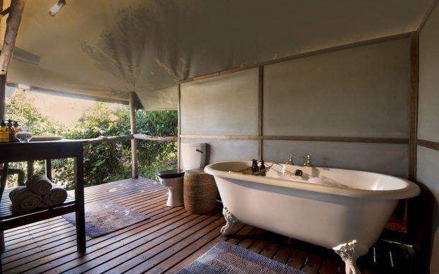 linyanti-ebony-chobe-enclave-botswana-bathroom-1-1200x750